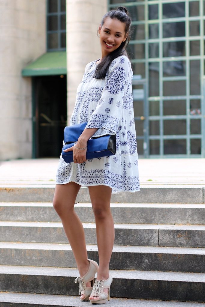 boho-dress-look-blue-white-zara-kleid-blau-weiss-modeblog-fashionblog-munich-muenchen-style-look-dianabuenger-summerlook-sommerlook-outfit-mango-4
