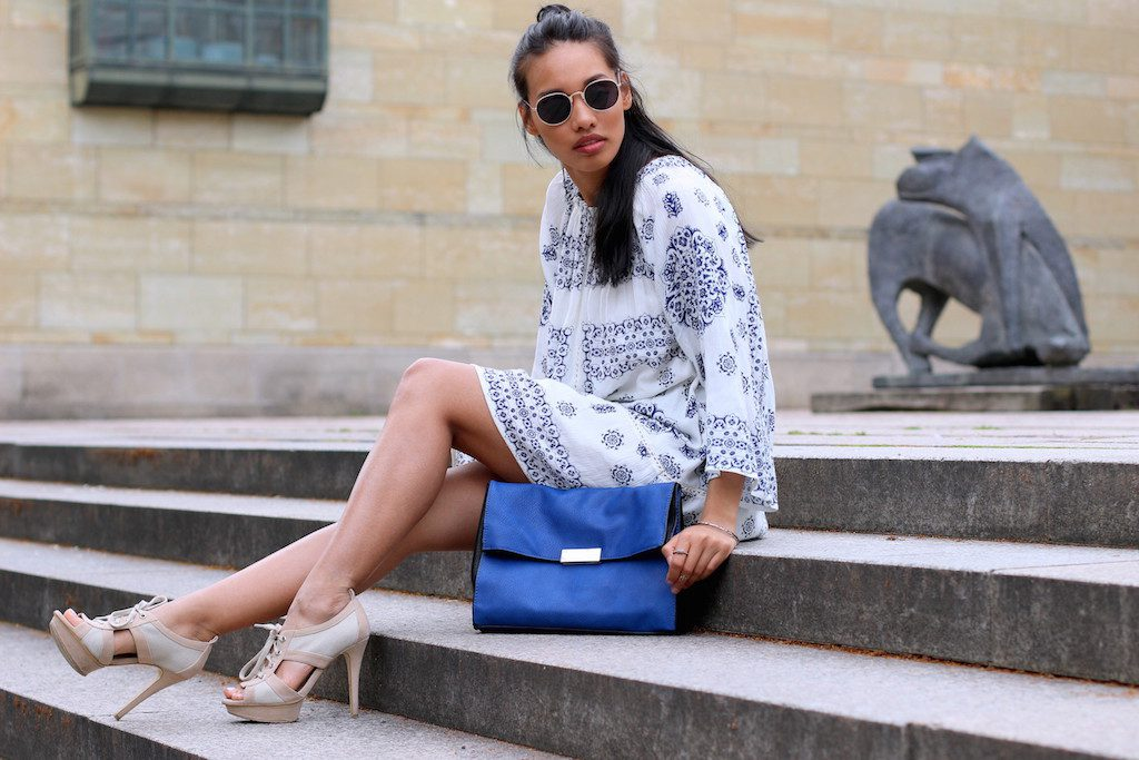 boho-dress-look-blue-white-zara-kleid-blau-weiss-modeblog-fashionblog-munich-muenchen-style-look-dianabuenger-summerlook-sommerlook-outfit-mango-8