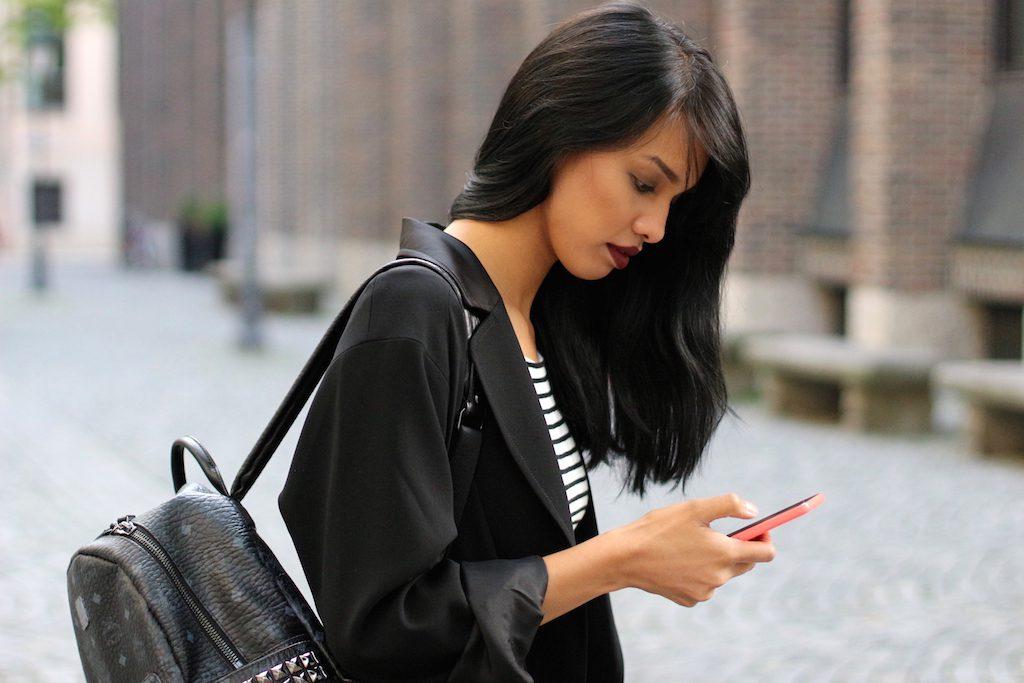fashionblog-modeblog-adidas-stansmith-white-weiss-allinblack-schwarz-edited-topshop-vangraaf-mcm-streifen-rucksack-2