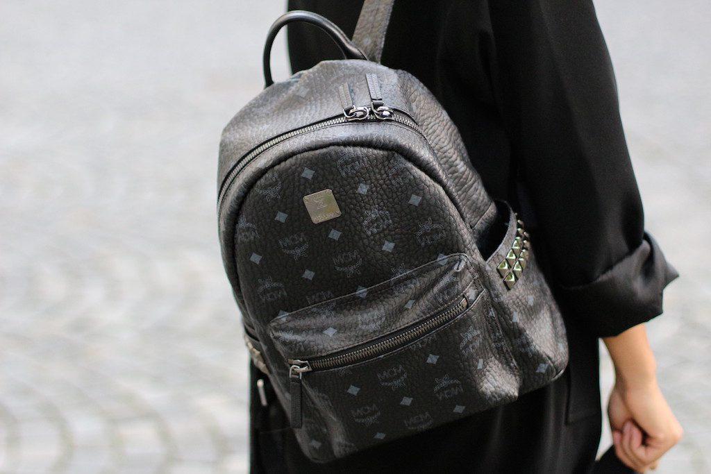 fashionblog-modeblog-adidas-stansmith-white-weiss-allinblack-schwarz-edited-topshop-vangraaf-mcm-streifen-rucksack-3
