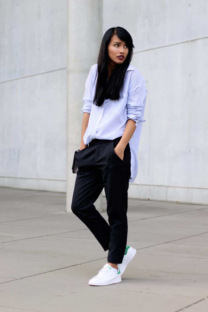 MODEBLOG-STYLE-CASUAL-LOOK-ADIDAS-HOLLISTER-STANSMITH-BLUSE-BLAU-SNEAKER-BLOGGER-FASHIONBLOG-MUENCHEN-MUNICH-7