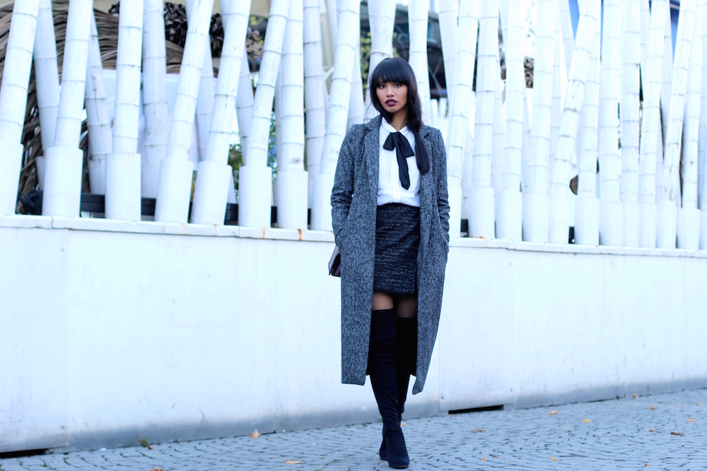 OUTFITPOST-STYLE-WOOL-OVERSIZECOAT-ZARA-OVERKNEES-MUENCHEN-MUNICH-BLOGGER-FASHIONBLOG-MODEBLOG-FASHIONBLOGGER-BOW-BUSINESS-LOOK-CLASSY-KLASSISCH-SKIRT-4