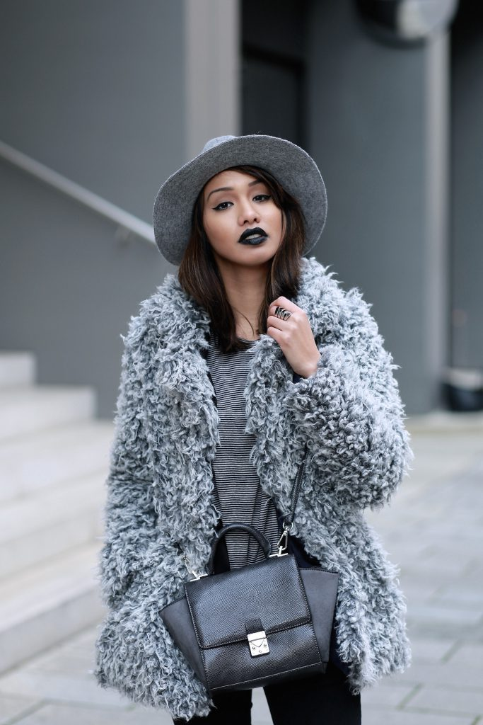 FAKEFUR-FELL-GRAU-STYLE-LOOK-CASUAL-SKINNYJEANS-DIANABUENGER-HALLHUBER-OUTFITPOST-LOOK-BLOGGER-FASHIONBLOG-MODEBLOG-MUENCHEN-MUNICH-2