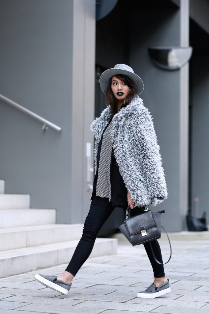 FAKEFUR-FELL-GRAU-STYLE-LOOK-CASUAL-SKINNYJEANS-DIANABUENGER-HALLHUBER-OUTFITPOST-LOOK-BLOGGER-FASHIONBLOG-MODEBLOG-MUENCHEN-MUNICH-3