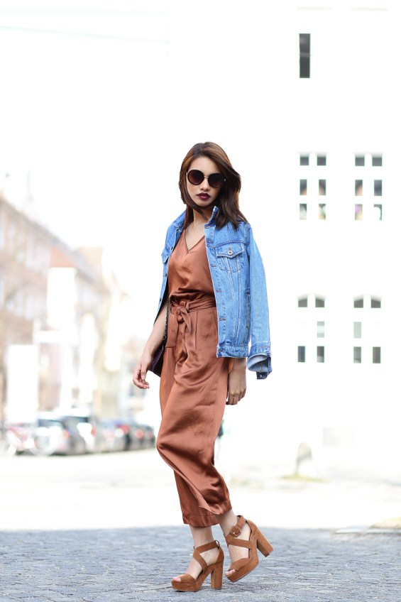 BLOGGER-FASHIONBLOGGER-MODEBLOGGER-MODEBLOG-STYLEBLOG-MUENCHEN-MUNICH-OUTFIT-LOOK-STYLE-ANNIEP-JEANSJACKE-SUPERJEANSOFSWEDEN-SPRING-FRUEHLING-4