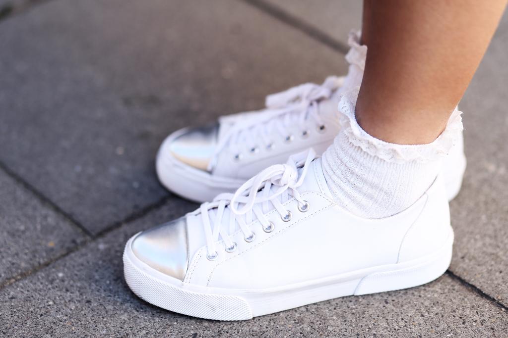 cutoutdress_zara_denim_jeans_mantel_blusen_kleid_white_blue_muenchen_modeblogger_styleblogger_fashionblogger_fashionblog_munich_thefashionanarchy_4