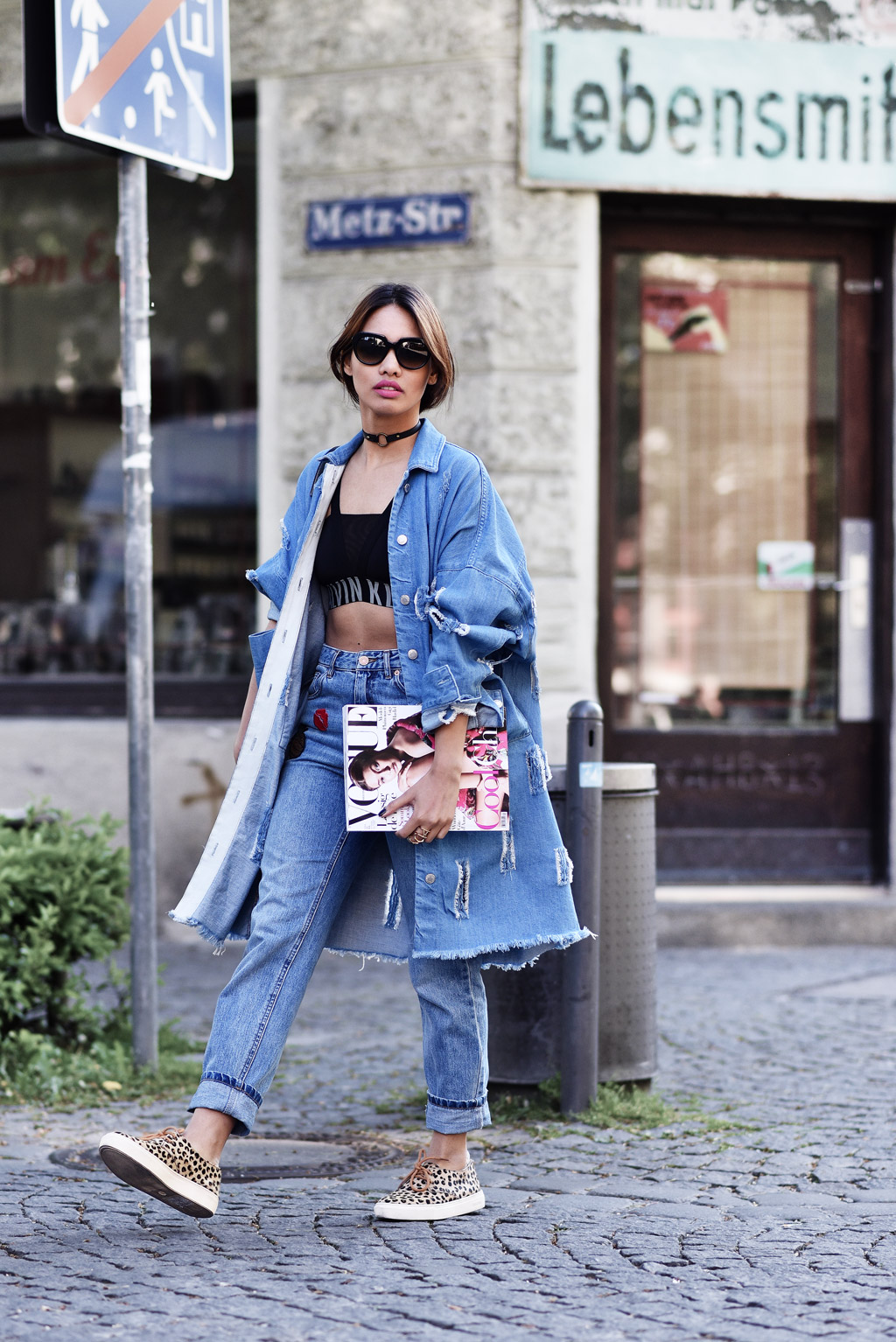 thefashionanarchy_munich_muenchen_blogger_fashionblogger_modeblogger_styleblogger_beautyblogger_denim_cutout_mantel_coat_patches_mom_jeans_mcm_outfit_5