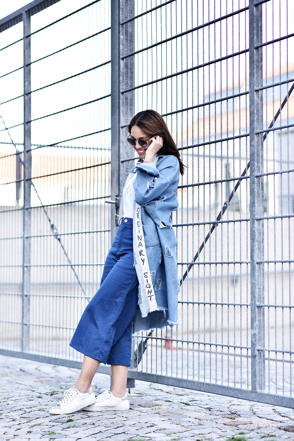 thefashionanarchy_modeblog_fashionblog_styleblog_blogger_culotte_denim_jeans_crop_top_bluse_weiss_outfit_look_gola_sneaker_2