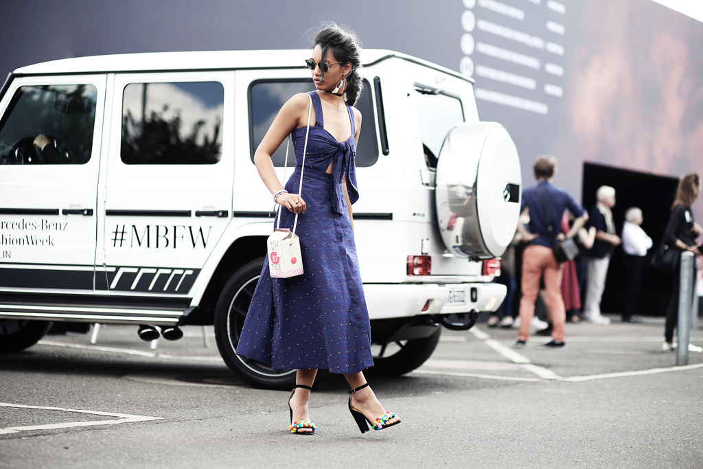 thefashionanarchy_mbfw_fashionweek_berlin_muenchen_munich_fashionblog_modeblog_styleblog_blogger_fashionblogger_cutout_dress_kleid_pompon_schuhe_highheels_streetstyle_3