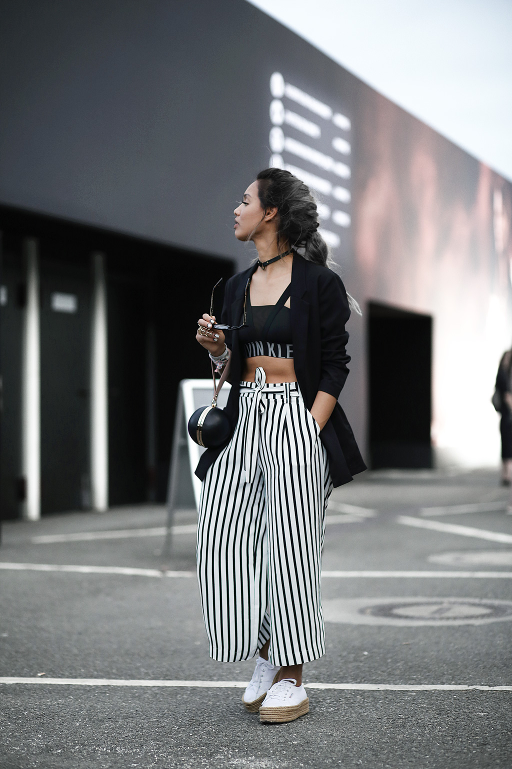 thefashionanarchy_blogger_fashionblogger_modeblog_styleblog_fashionblog_mbfw_berlin_fashionweek_outfit_look_culotte_streifen_sportsbra_superga_muenchen_munich_grannyhair_4