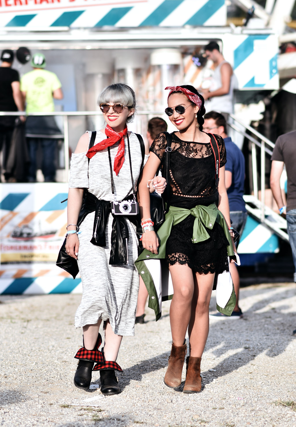 thefashionanarchy_nachgestern_utopia_island_festival_summer_sommer_outfit_look_style_lacedress_spitzenkleid_sorel_boots_munich_muenchen_fashionblog_modeblog-styleblog_lifestyleblog_1