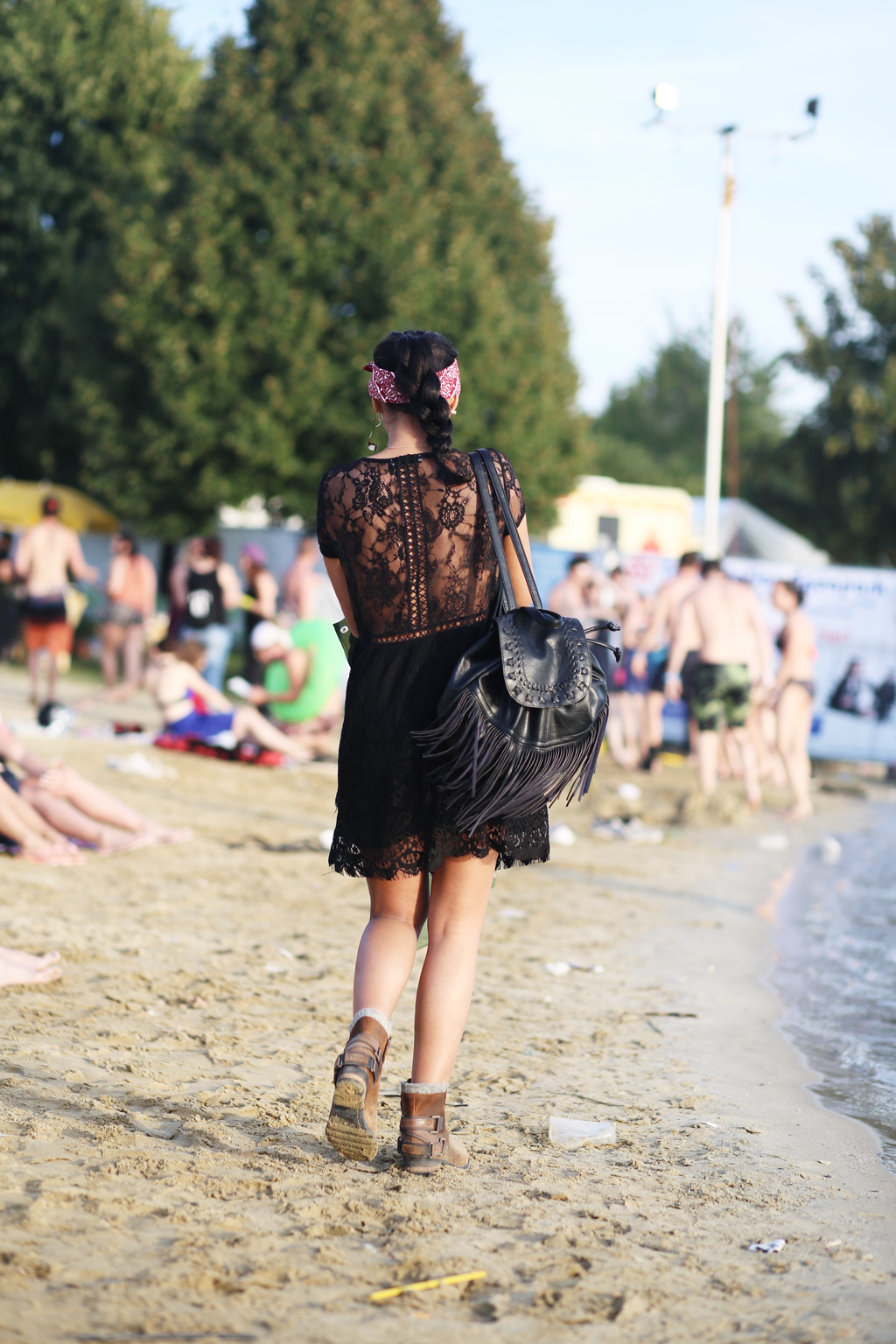thefashionanarchy_utopia_island_festival_summer_sommer_outfit_look_style_lacedress_spitzenkleid_sorel_boots_munich_muenchen_fashionblog_modeblog-styleblog_lifestyleblog_1