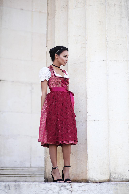 thefashionanarchy_blogger_fashionblog_modeblog_styleblog_wiesn_outfit_oktoberfest_dirndl_couture_trachten_munich_muenchen_spitze_bianacaharris_2