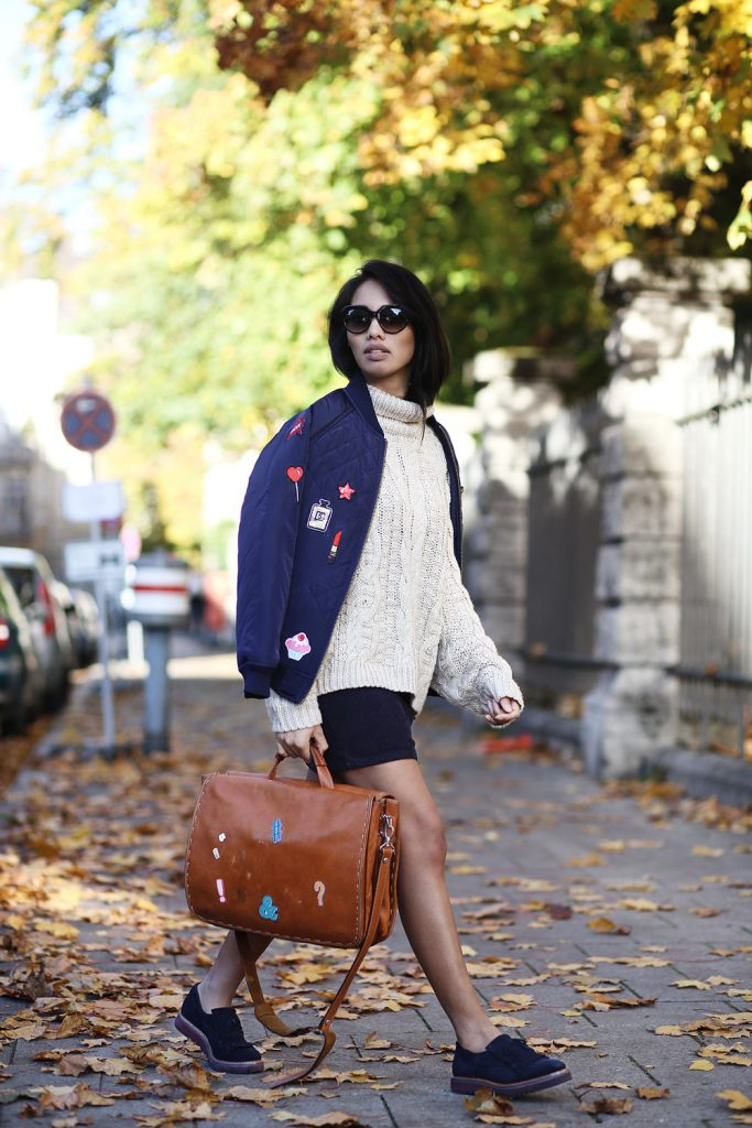 thefahionanarchy_blogger_munich_muenchen_uni_outfit_look_herbst_autumn_inspiration_school_oversize_pullover_fashionblog_styleblog_bomberjacke_patches_diy_2