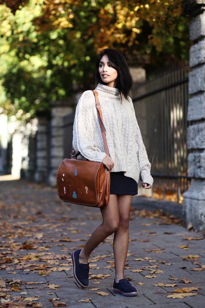 thefahionanarchy_blogger_munich_muenchen_uni_outfit_look_herbst_autumn_inspiration_school_oversize_pullover_fashionblog_styleblog_bomberjacke_patches_diy_6