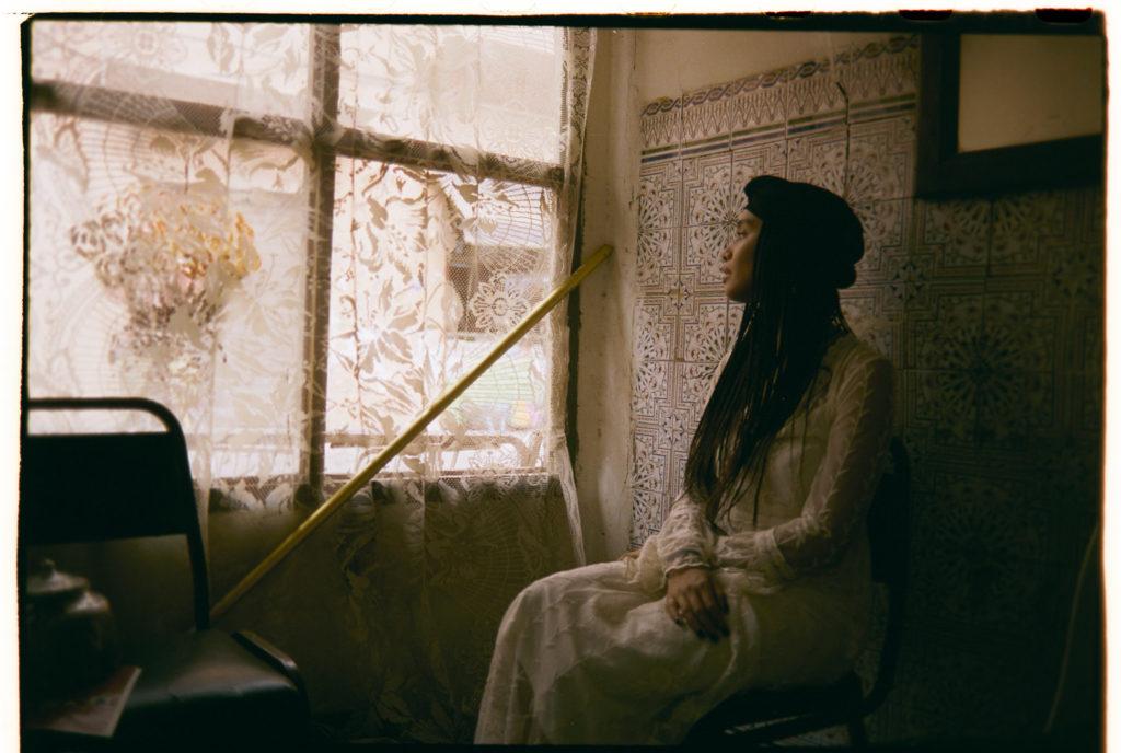 Diana am Fenster in Marokko