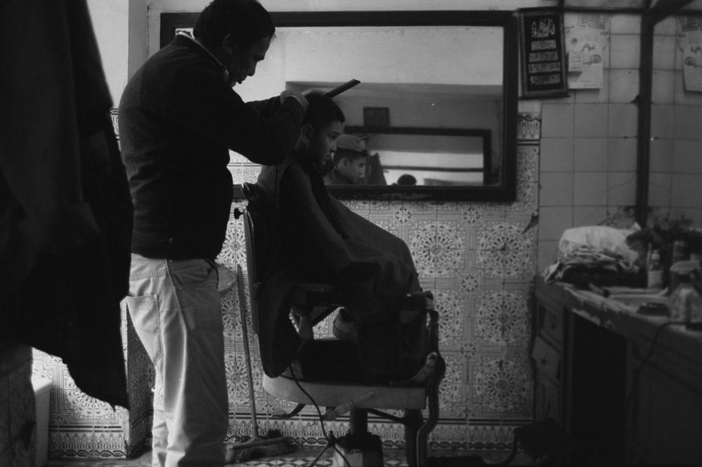 Noah beim Friseur in Marokko